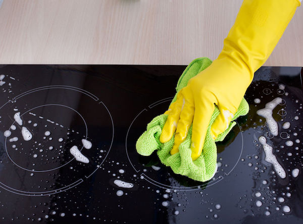 hand cleaning induction cooktop