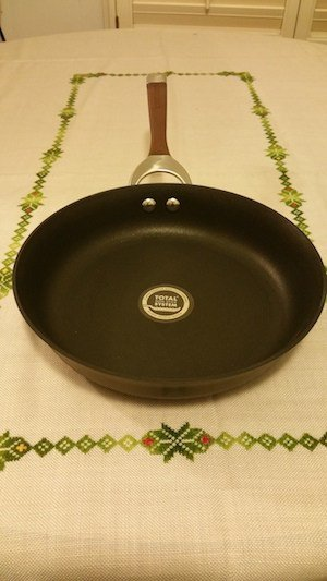 Circulon Symmetry non-stick skillet