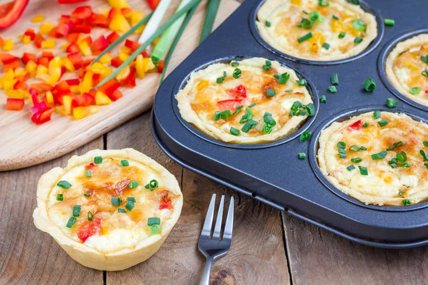 Mini quiche with chicken and bell pepper