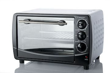 Toaster oven with three knobs